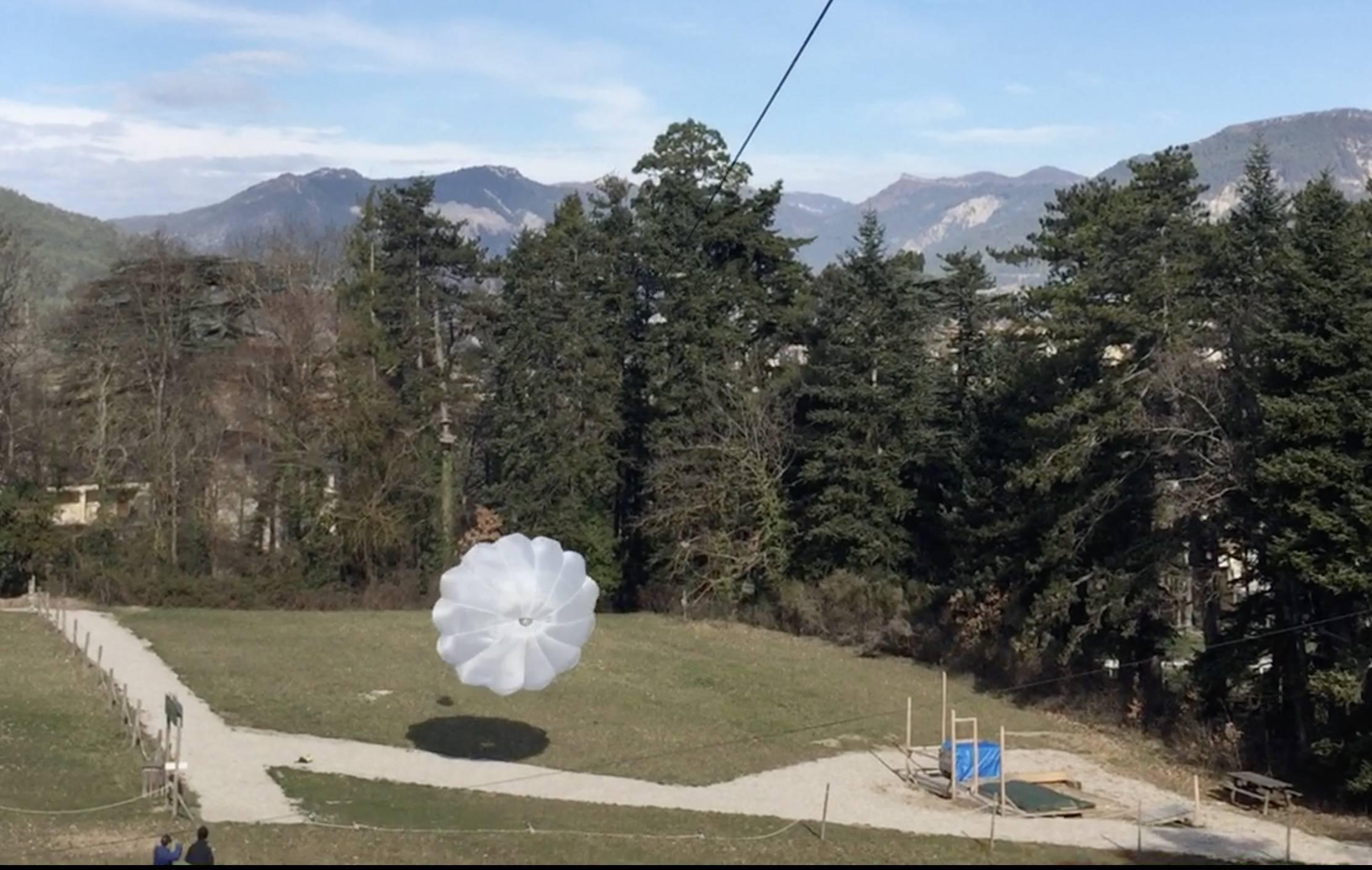 Parachute secours Drome aventure parc de loisirs drome